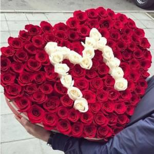 151 роза с буквой, сердце в шляпной коробке R846
