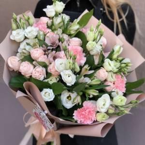 Сборный букет с эустомой и пионовидной розой R1208