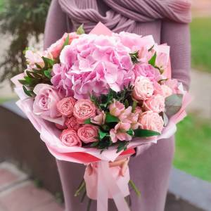 Сборный букет гортензии и розы R1700