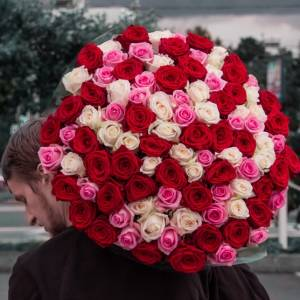 101 роза микс с оформлением вR883