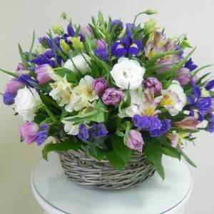 Корзина сборная с тюльпанами R998