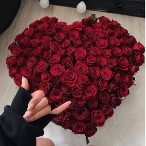 Сердце из 101 красной розы с оформлением R509