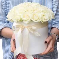 Коробка 25 белых крупных роз R023